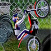 لعبة سائق الدراجة في الباحة الخلفية